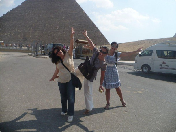 Loredana and friends at the Pyramids